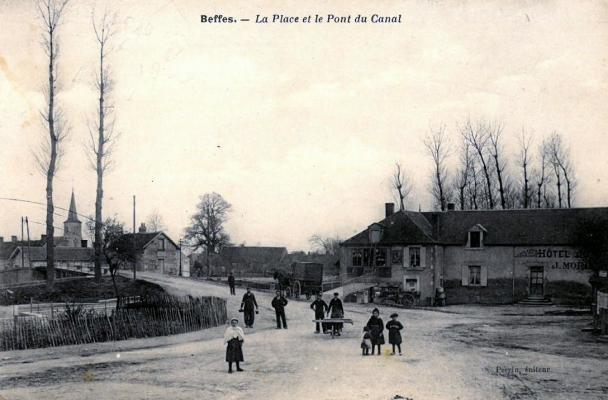 La place et le pont